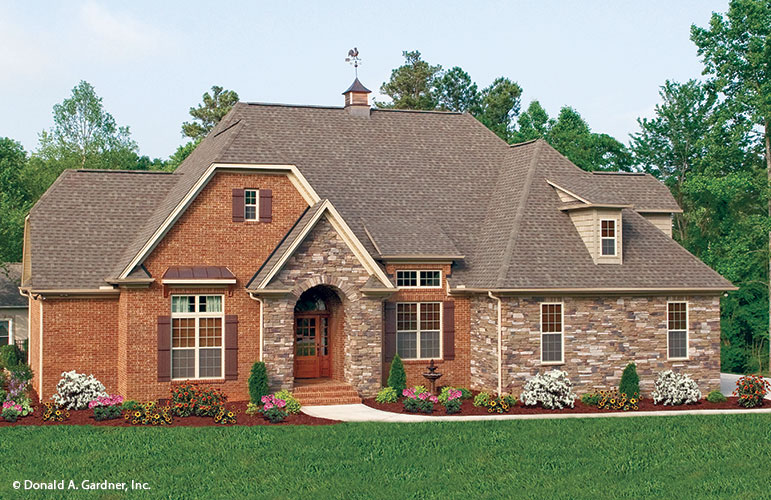 Portico Entry - The Runnymeade #1164