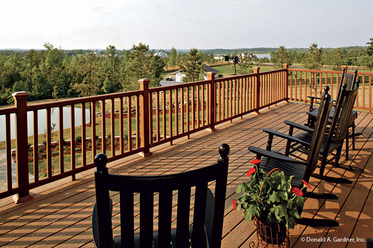 Design your outdoor spaces with redwood.