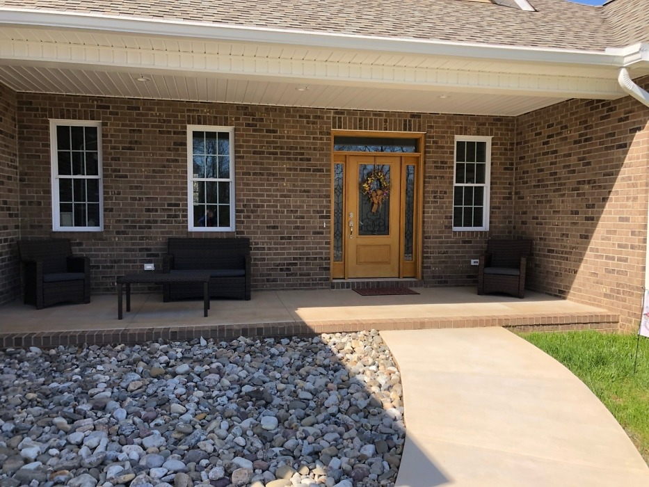 Front porch of The Carrollton home plan 1229.