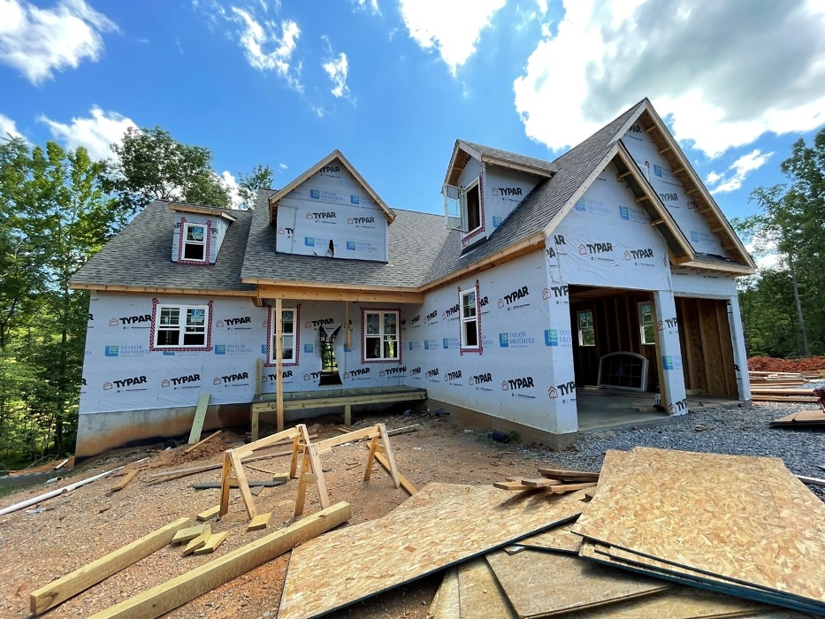 Roofing of The Ivy Creek house plan 921.